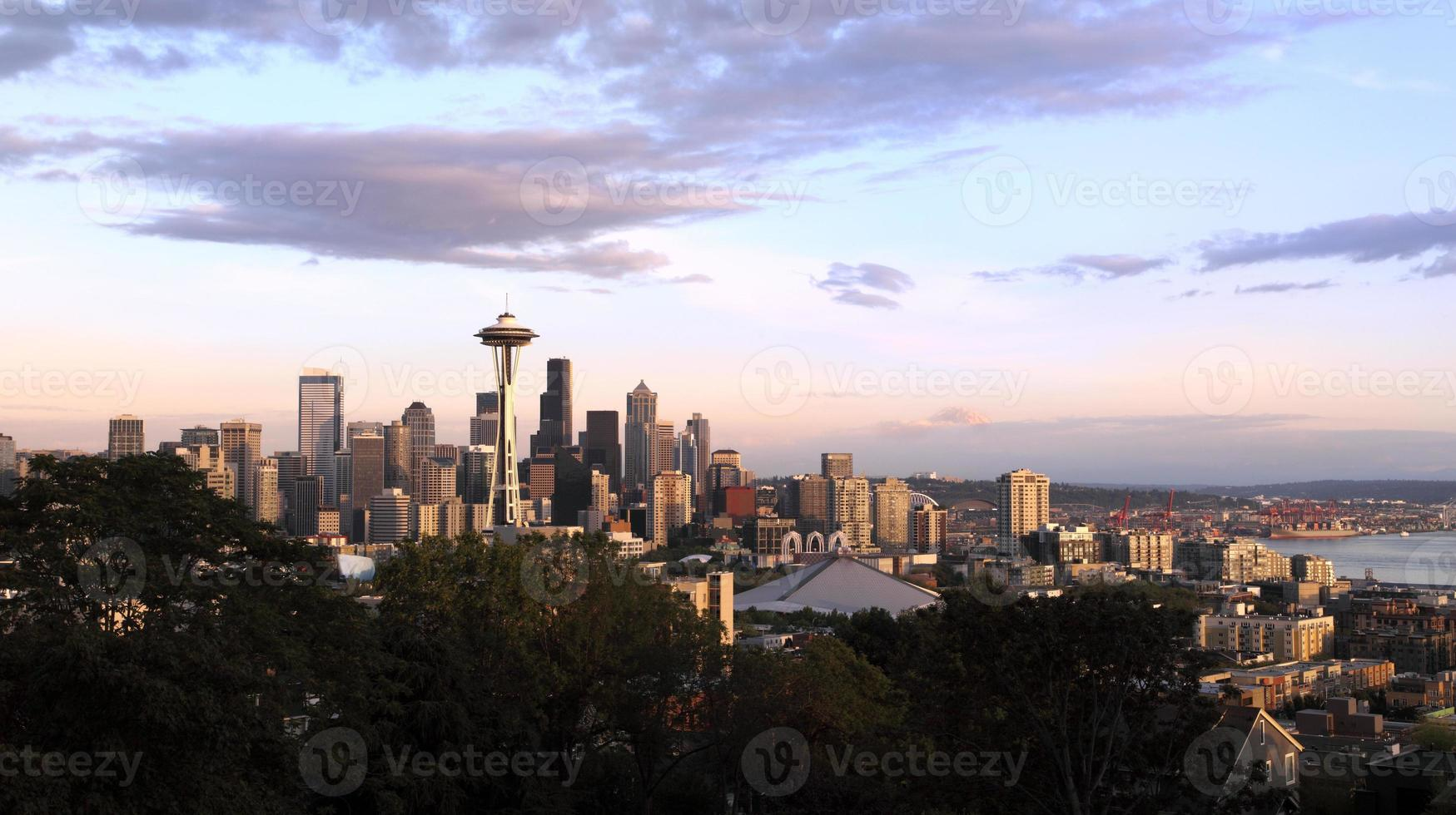 Seattle bij zonsondergang foto