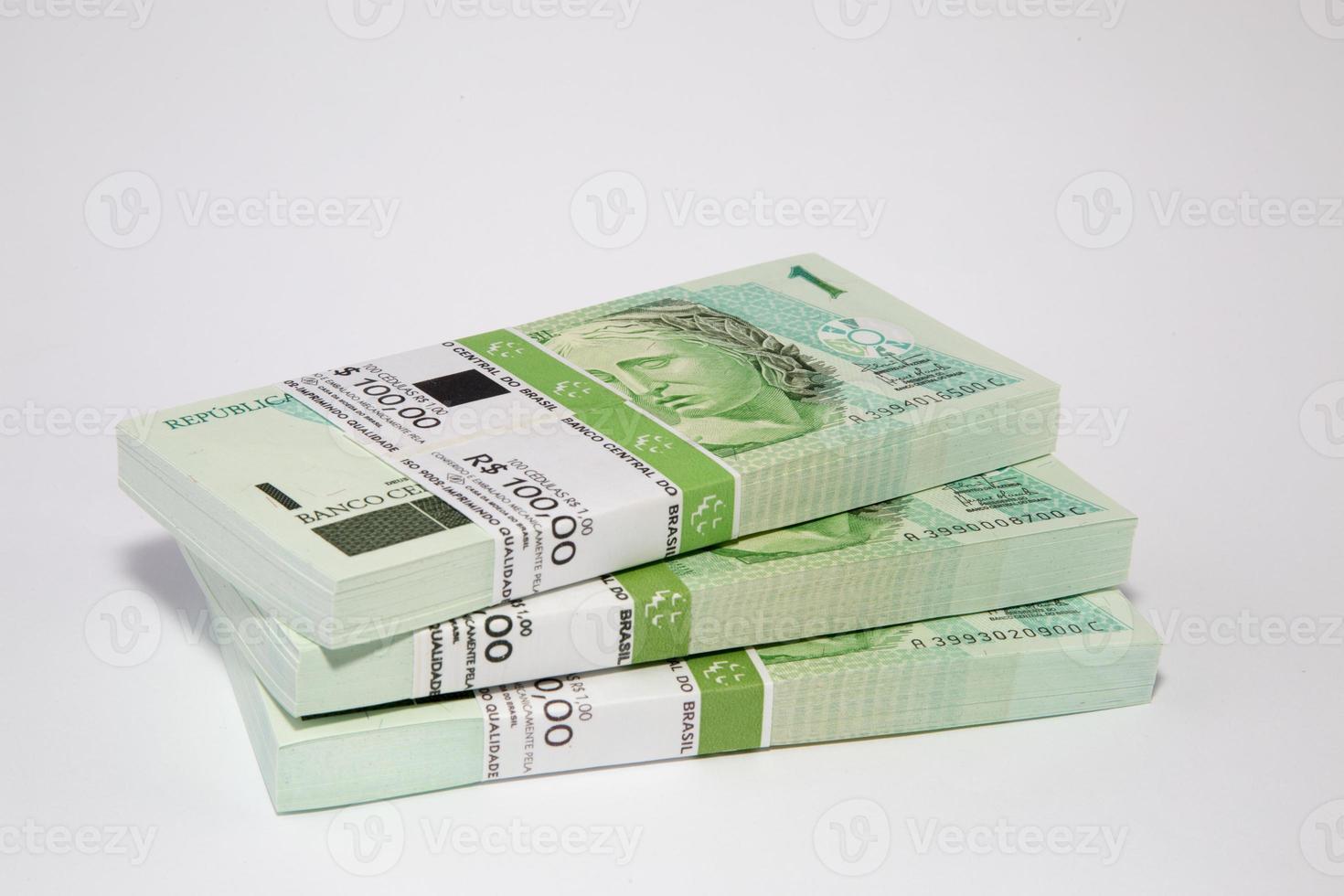 Braziliaanse geld op tafel foto