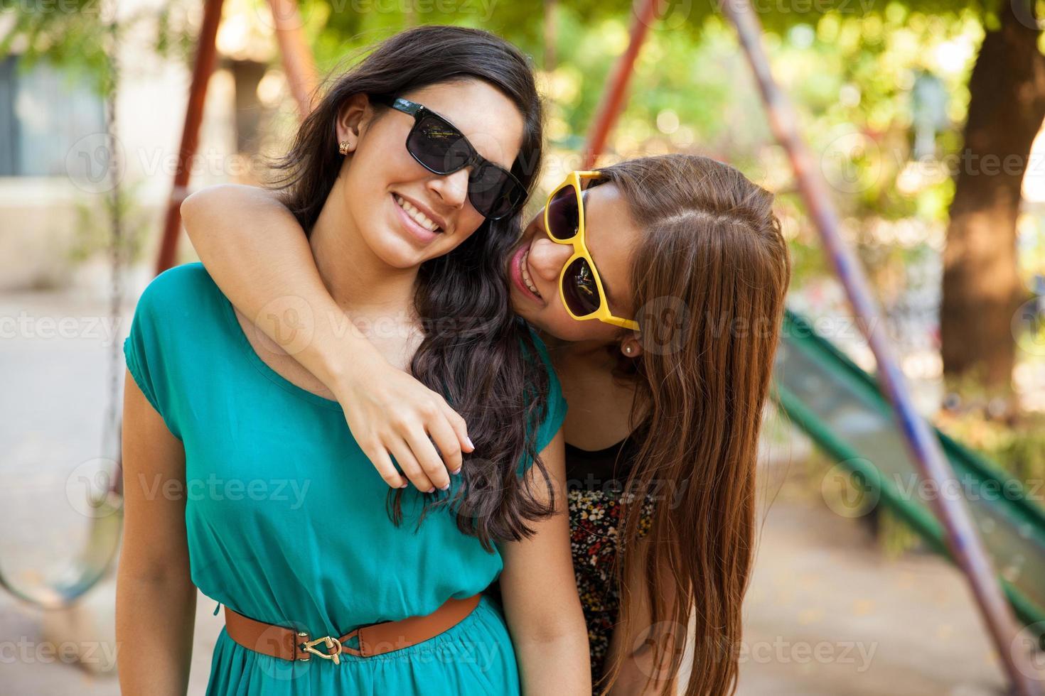 beste vrienden die rondhangen foto