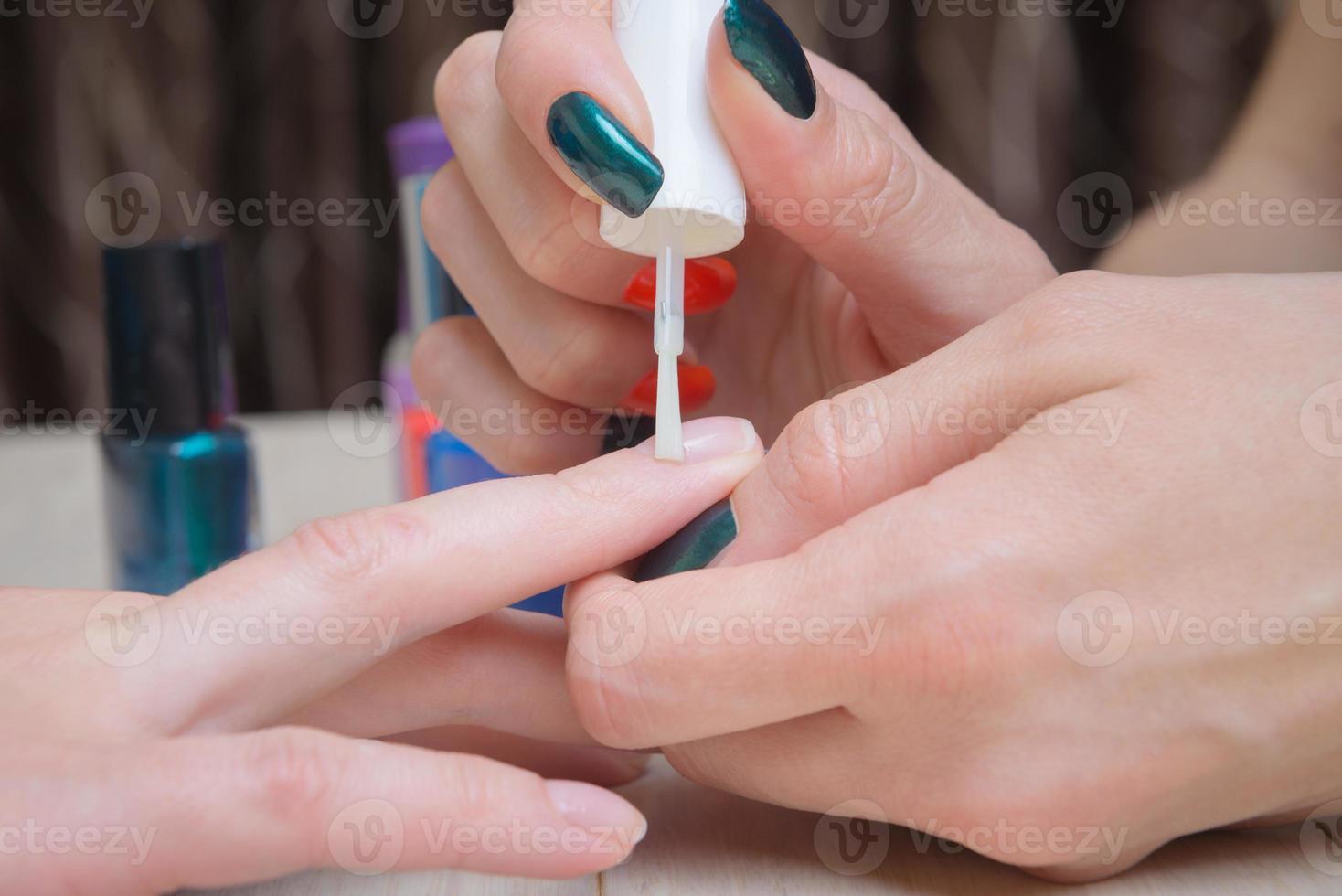olie nagelriemen, stadium van manicure-proces foto