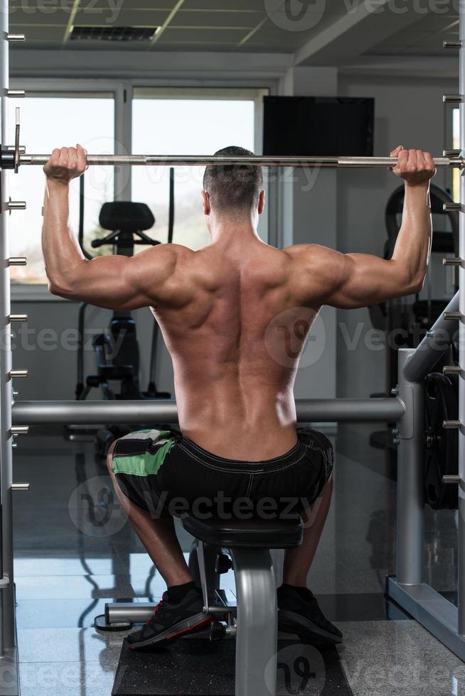 schouders trainen met halter foto