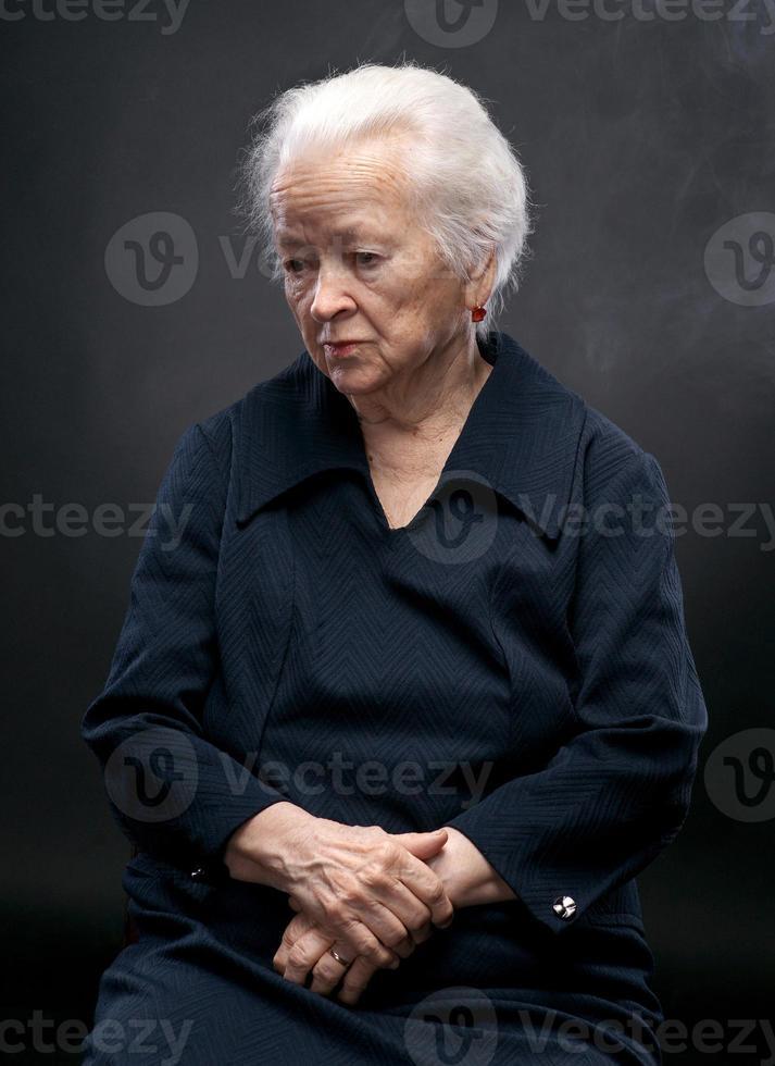 oude vrouw foto