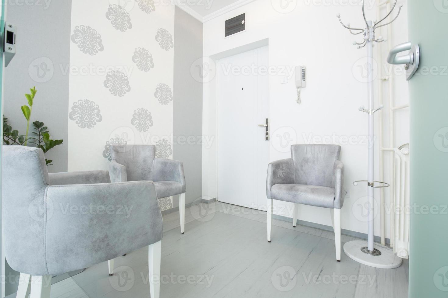kleine elegante wachtkamer foto