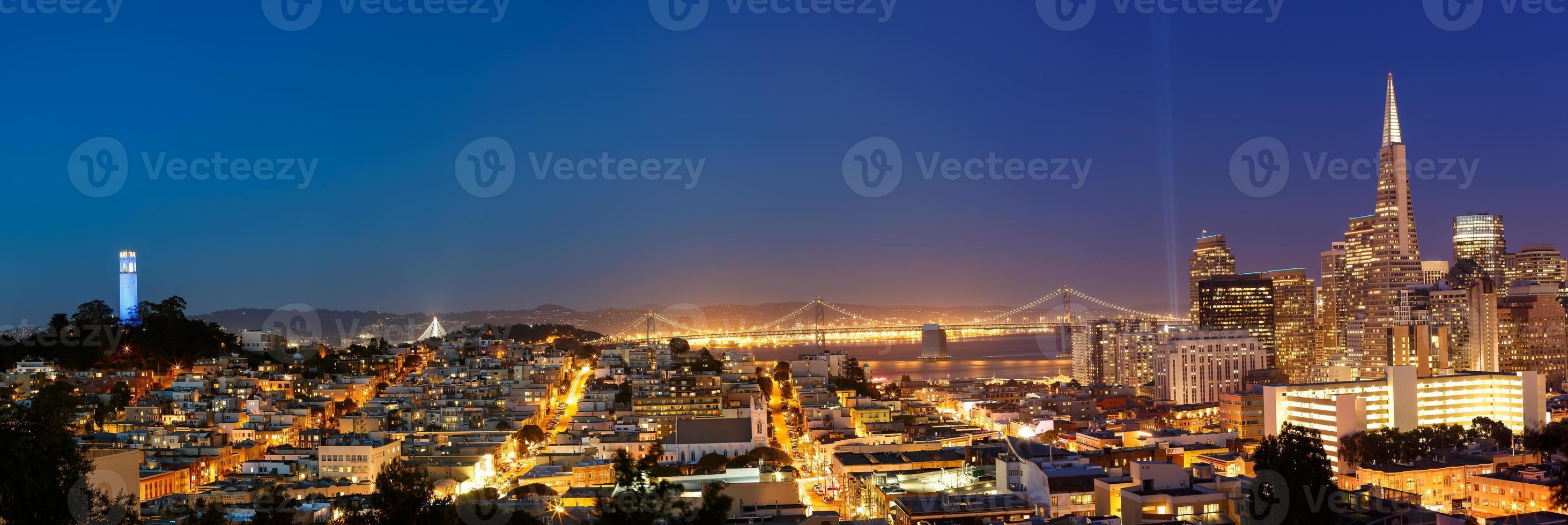 San Francisco stadsgezicht in de schemering foto
