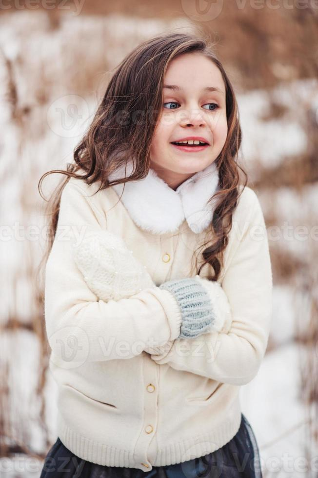 close-up verticaal portret van schattige jongen meisje foto