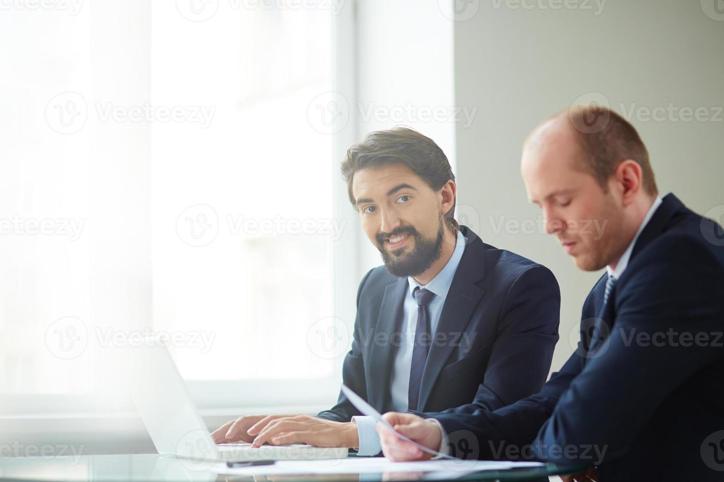 zakenlieden op het werk foto