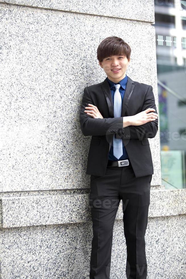 jonge Aziatische mannelijke directeur lachend portret foto