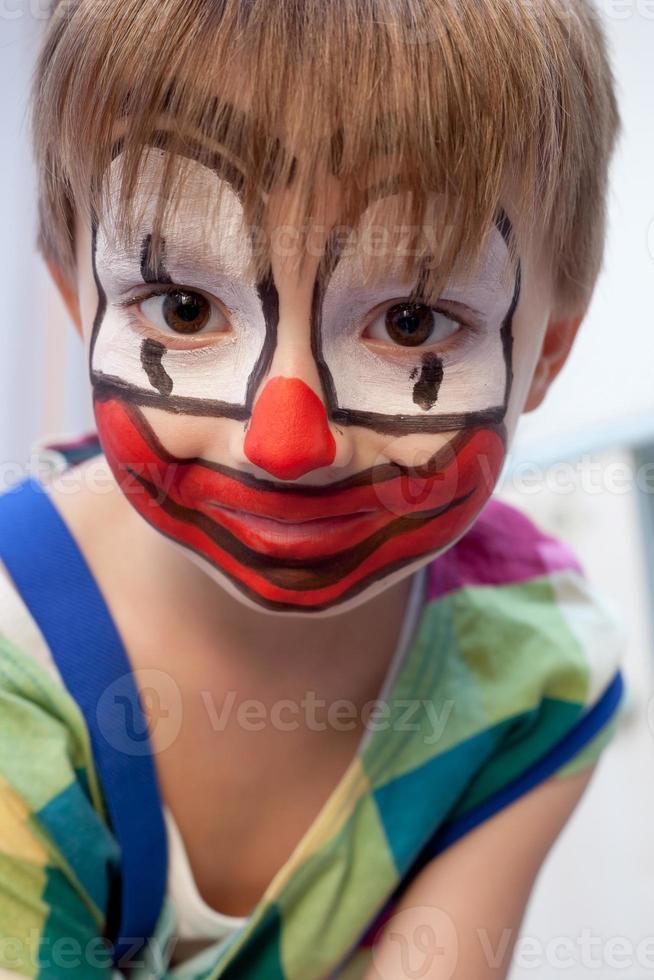 grappige jonge clown foto
