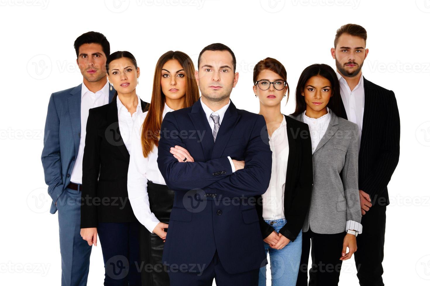 serieuze zakenman leidt zijn team foto