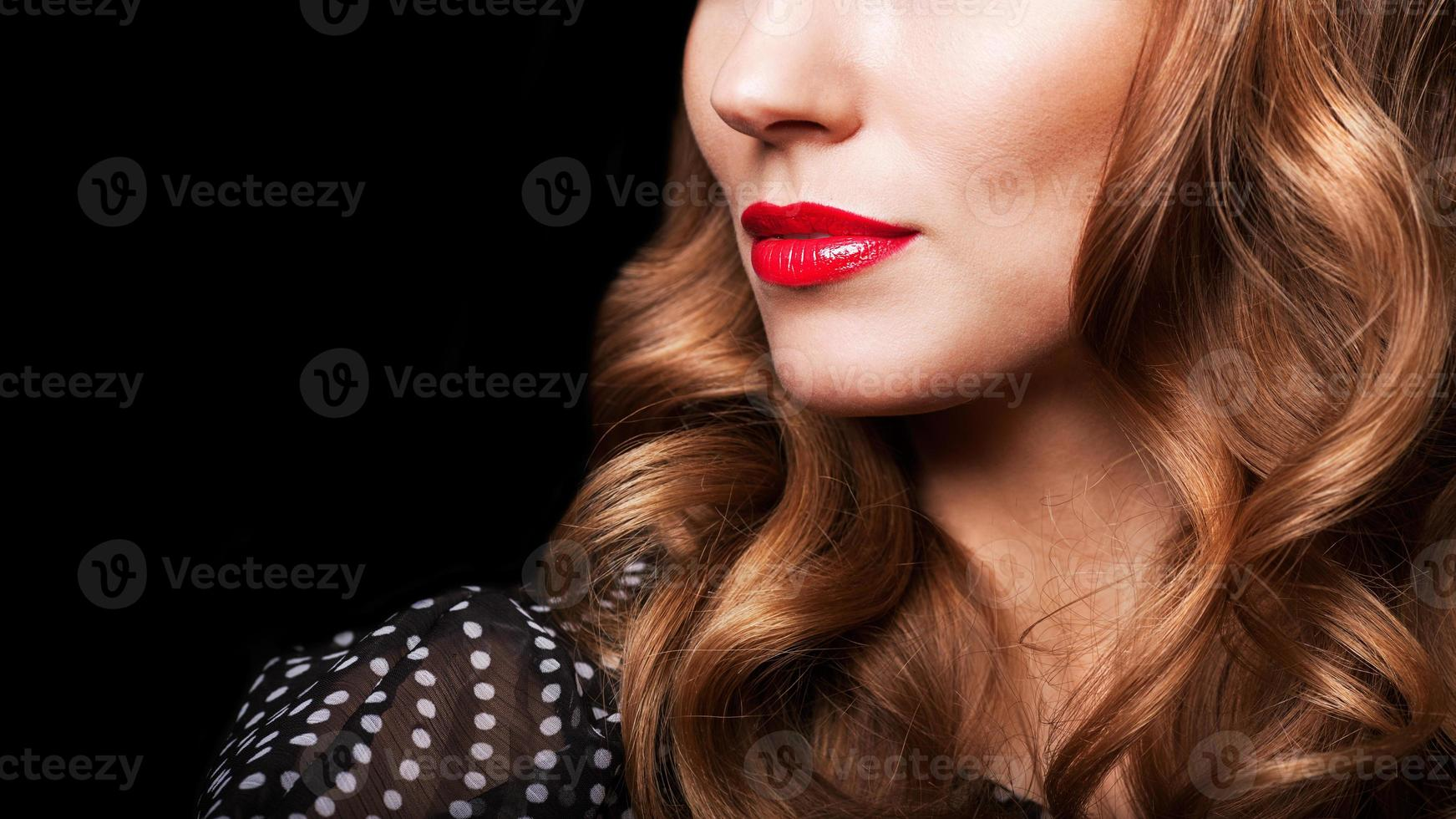 mooie brunette met lang haar foto