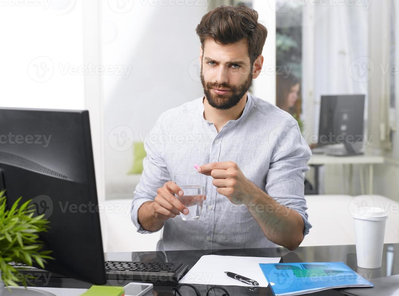beklemtoonde zakenman foto