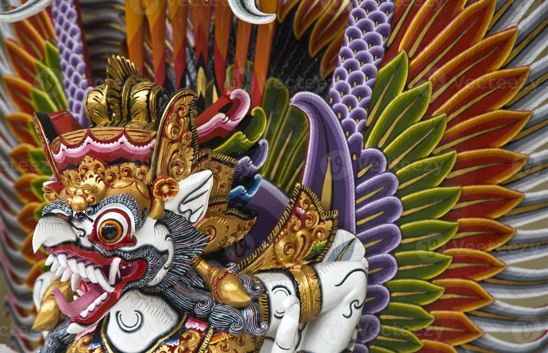 een illustratie van garuda uit de hindoeïstische mythologie foto