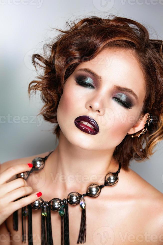 donker haar schoonheid vrouw portret foto