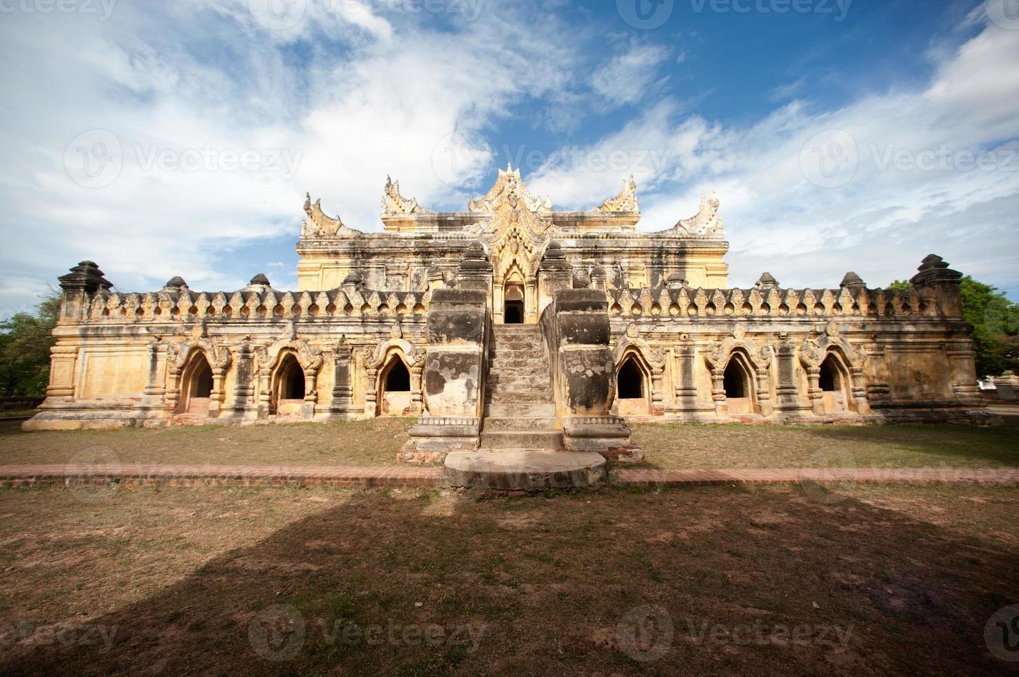 maha aung mye bon zan klooster. foto