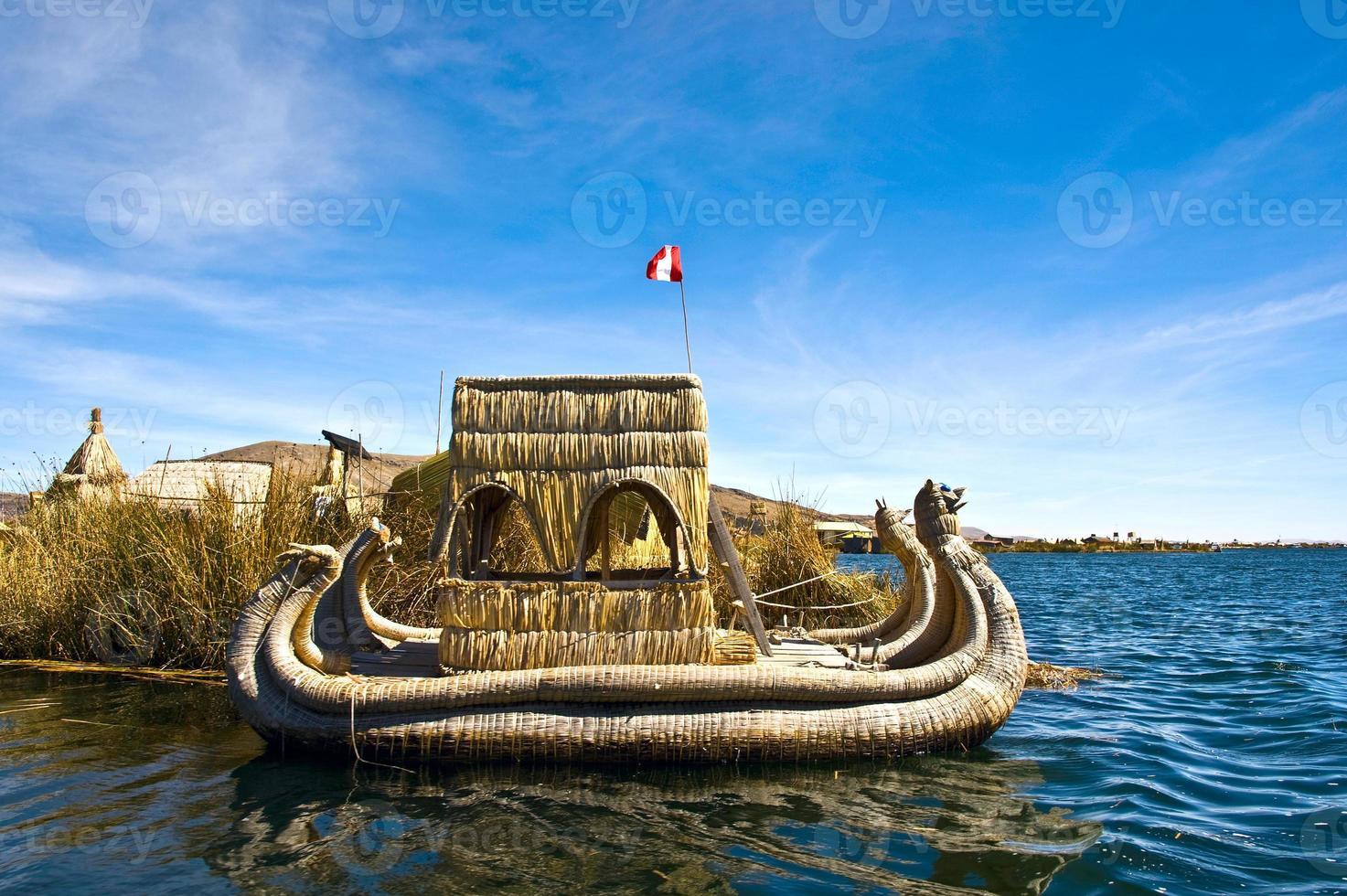 uros - drijvende eilanden, titicacameer, peru-bolivia foto