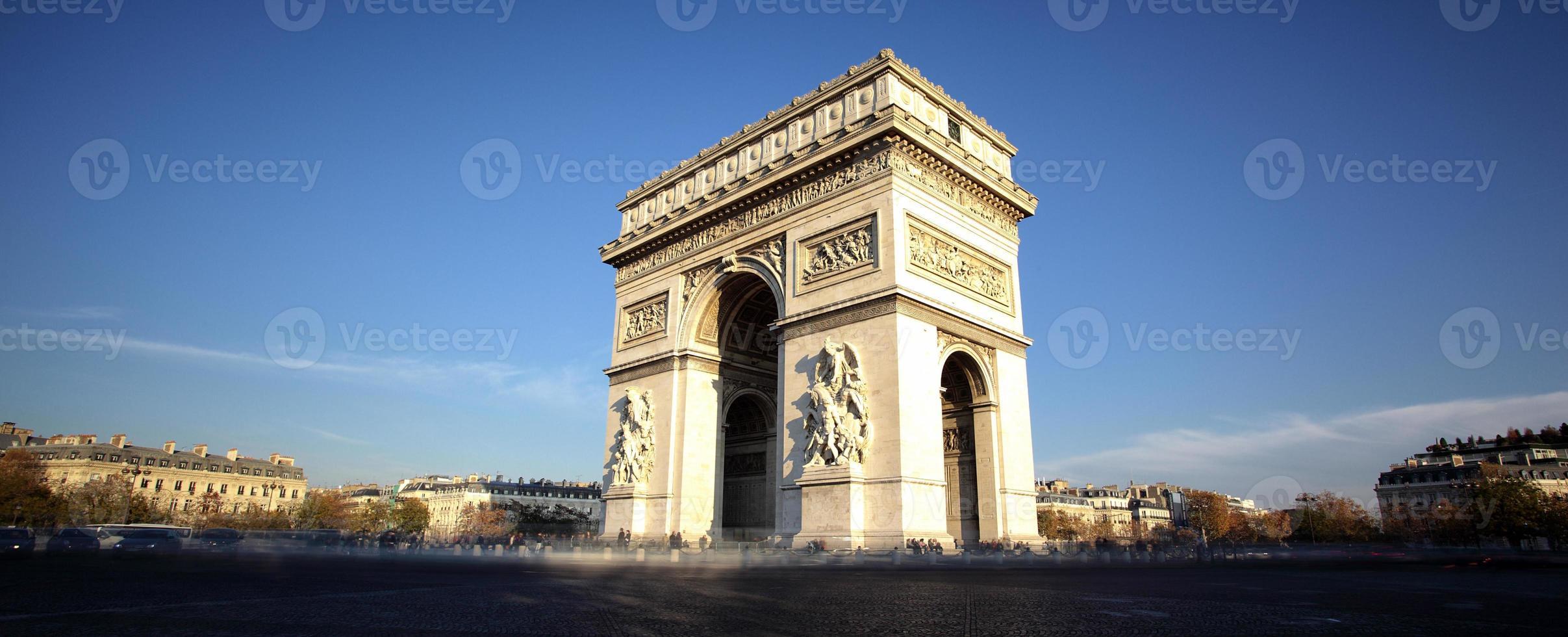 panoramisch uitzicht op de Arc de Triomphe foto