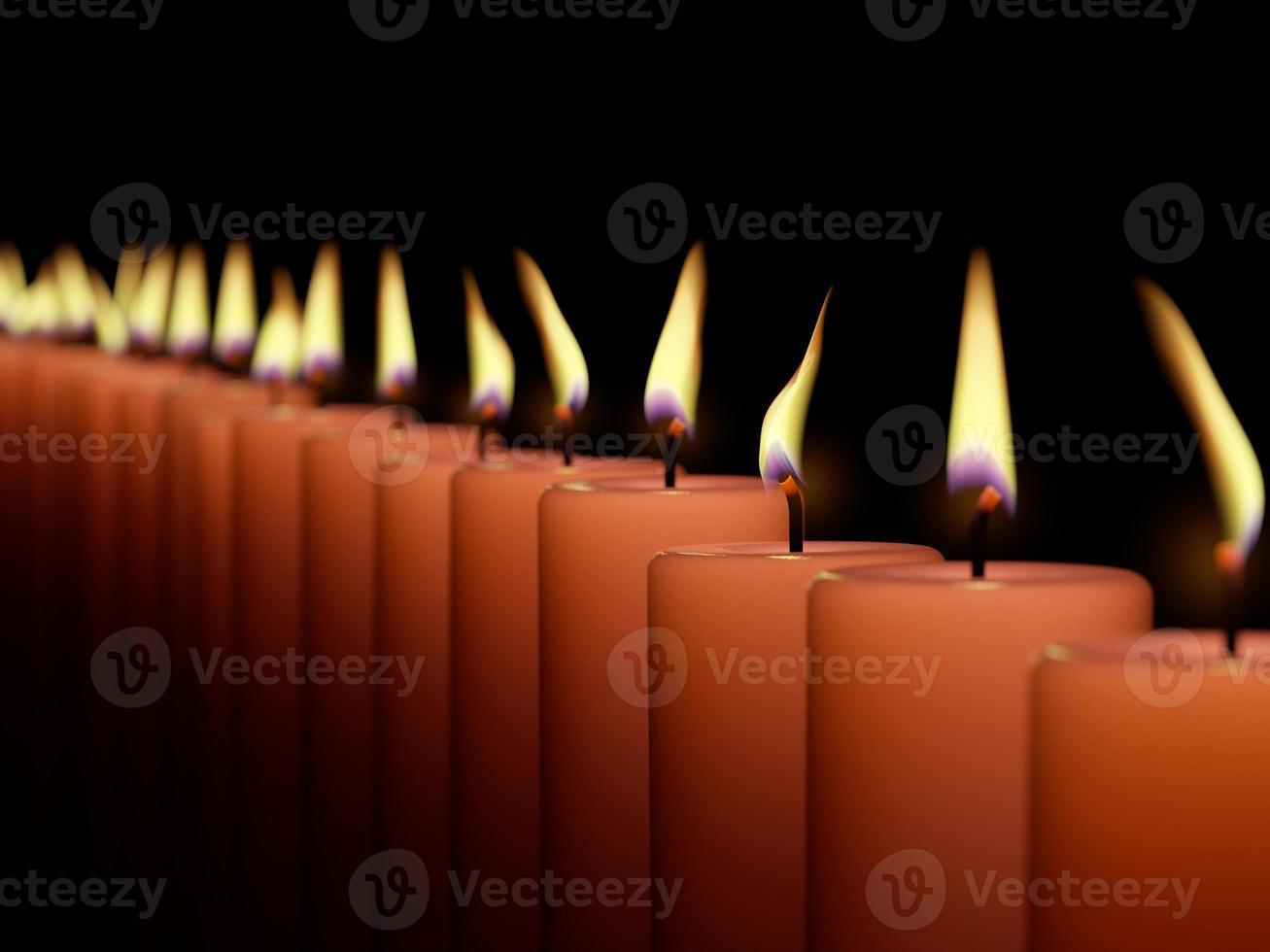 close-up van het branden van veel kaars geïsoleerd op zwarte achtergrond foto