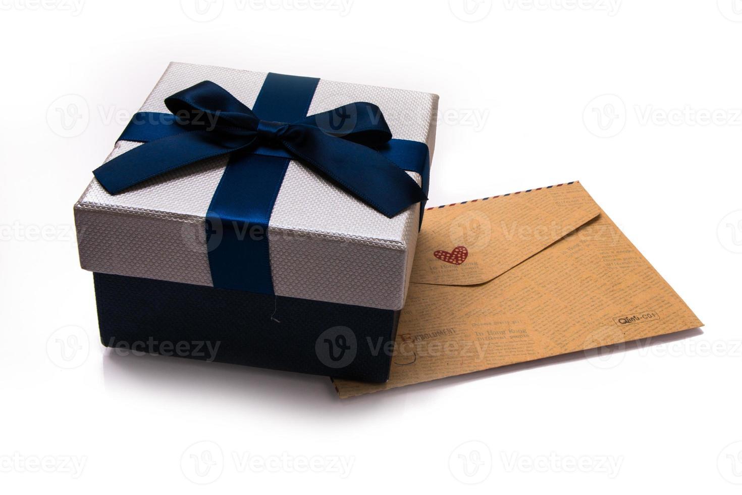 geschenkdoos en envelop foto