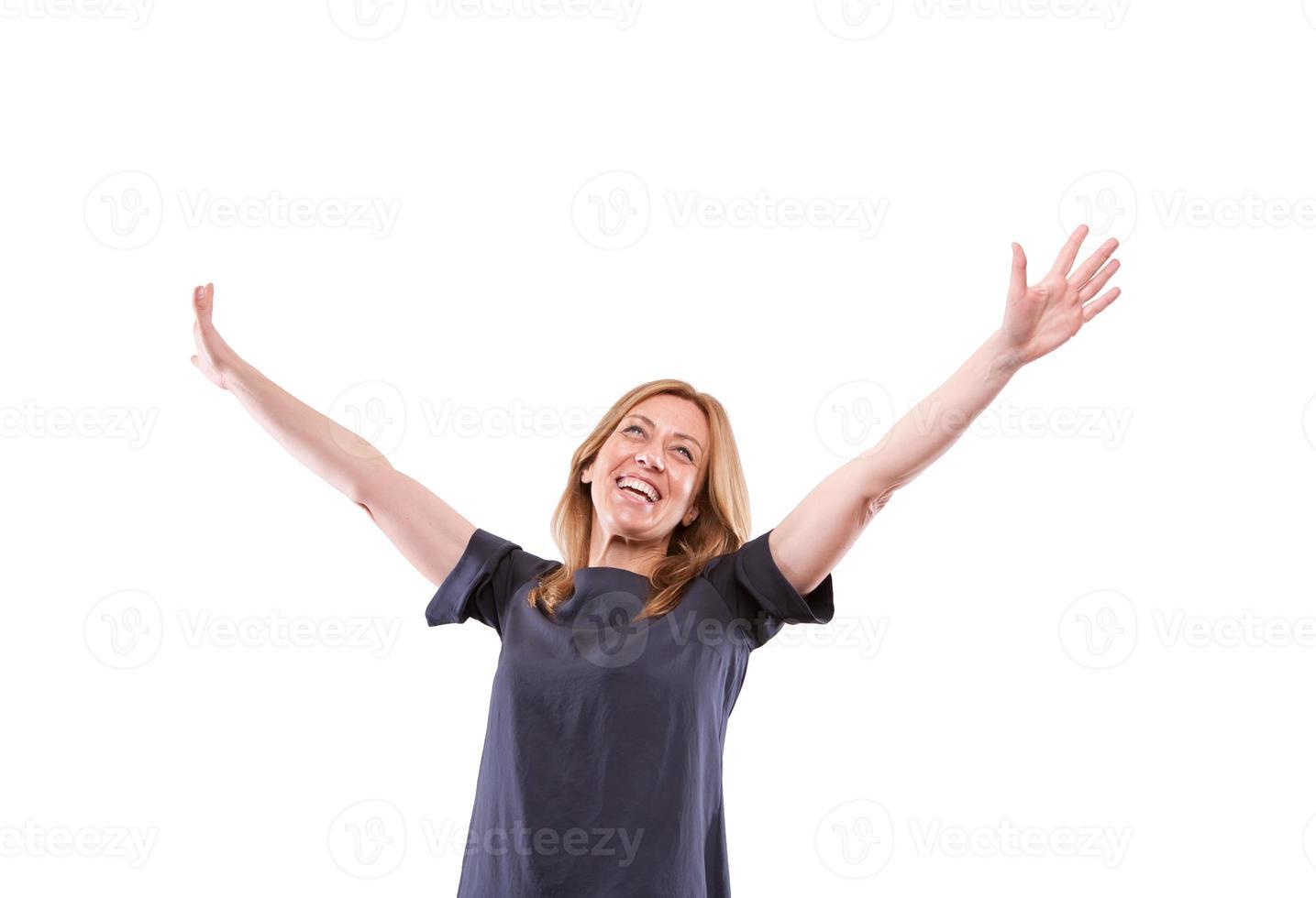 gelukkige echte vrouw die op wit wordt geïsoleerd foto