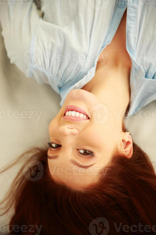portret van een gelukkige vrouw foto