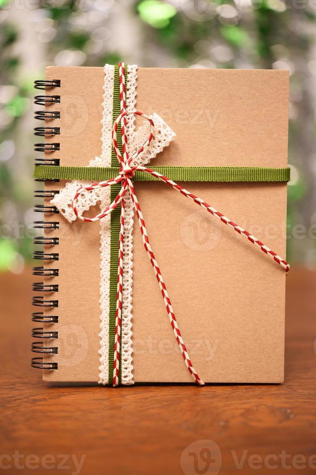 notebook binden met kleurrijke lint foto