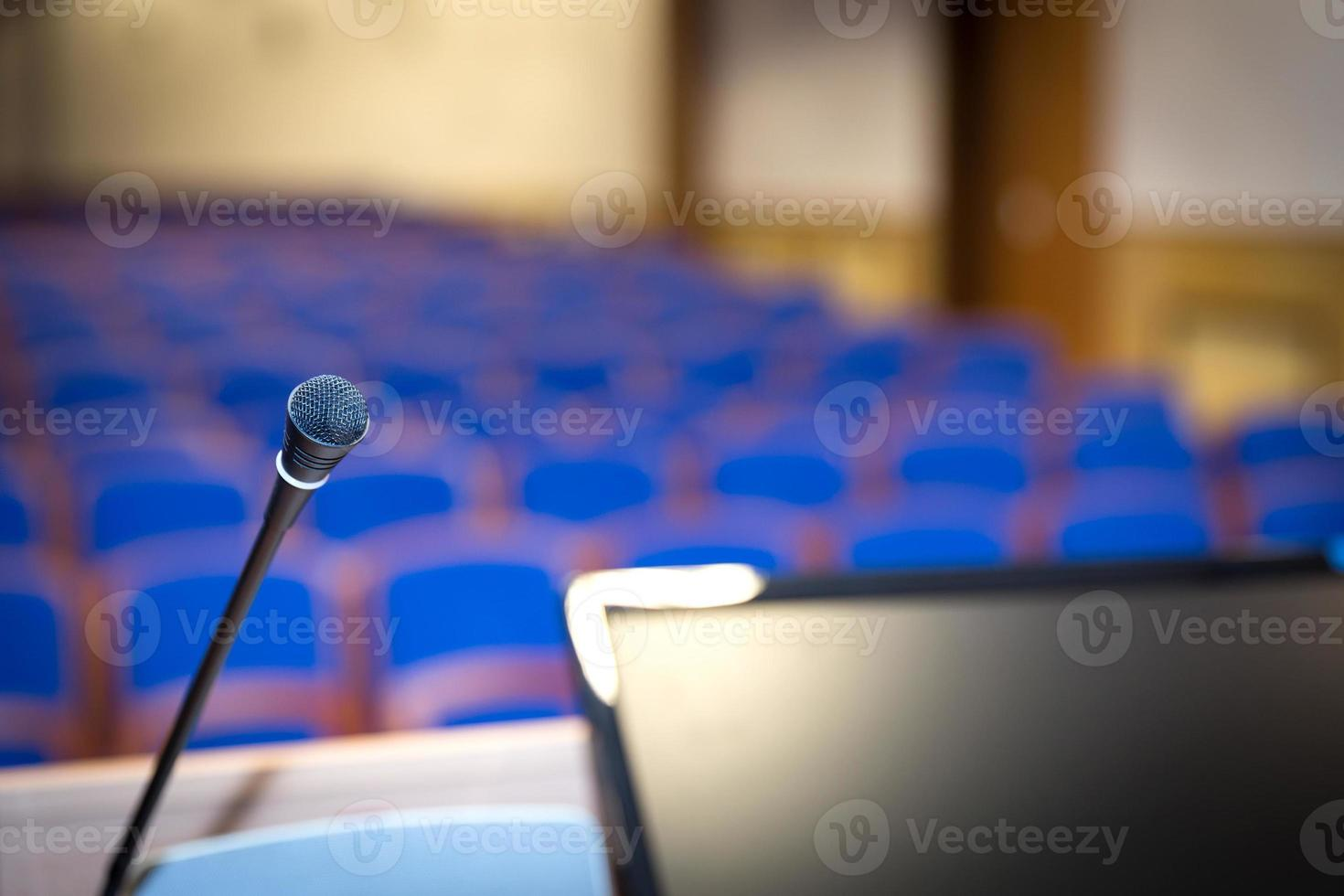 podium in de vergaderzaal foto