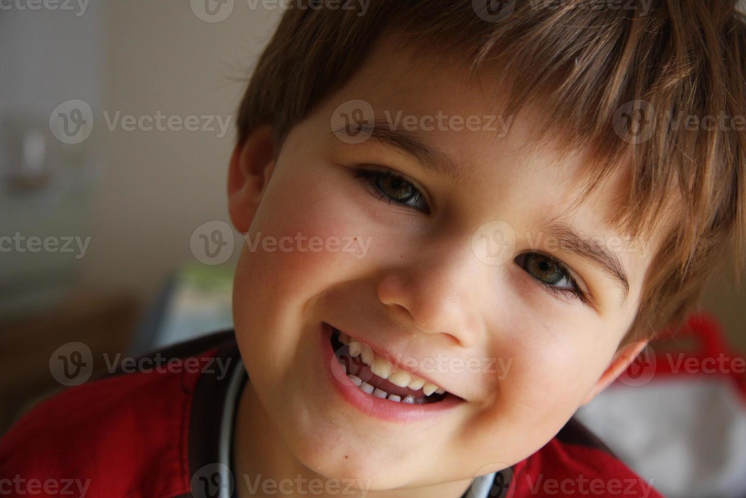 jonge jongen foto