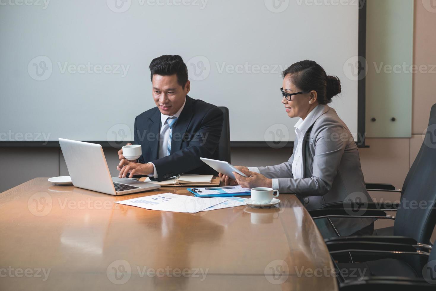 bedrijfsleiders op het werk foto