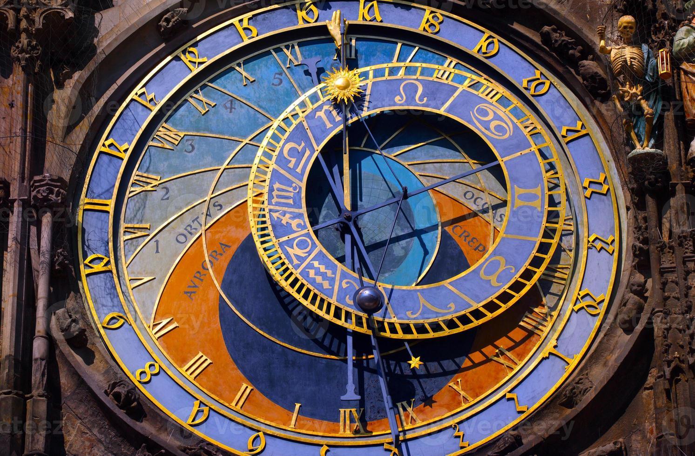 astronomische klok in het oude centrum van Praag foto