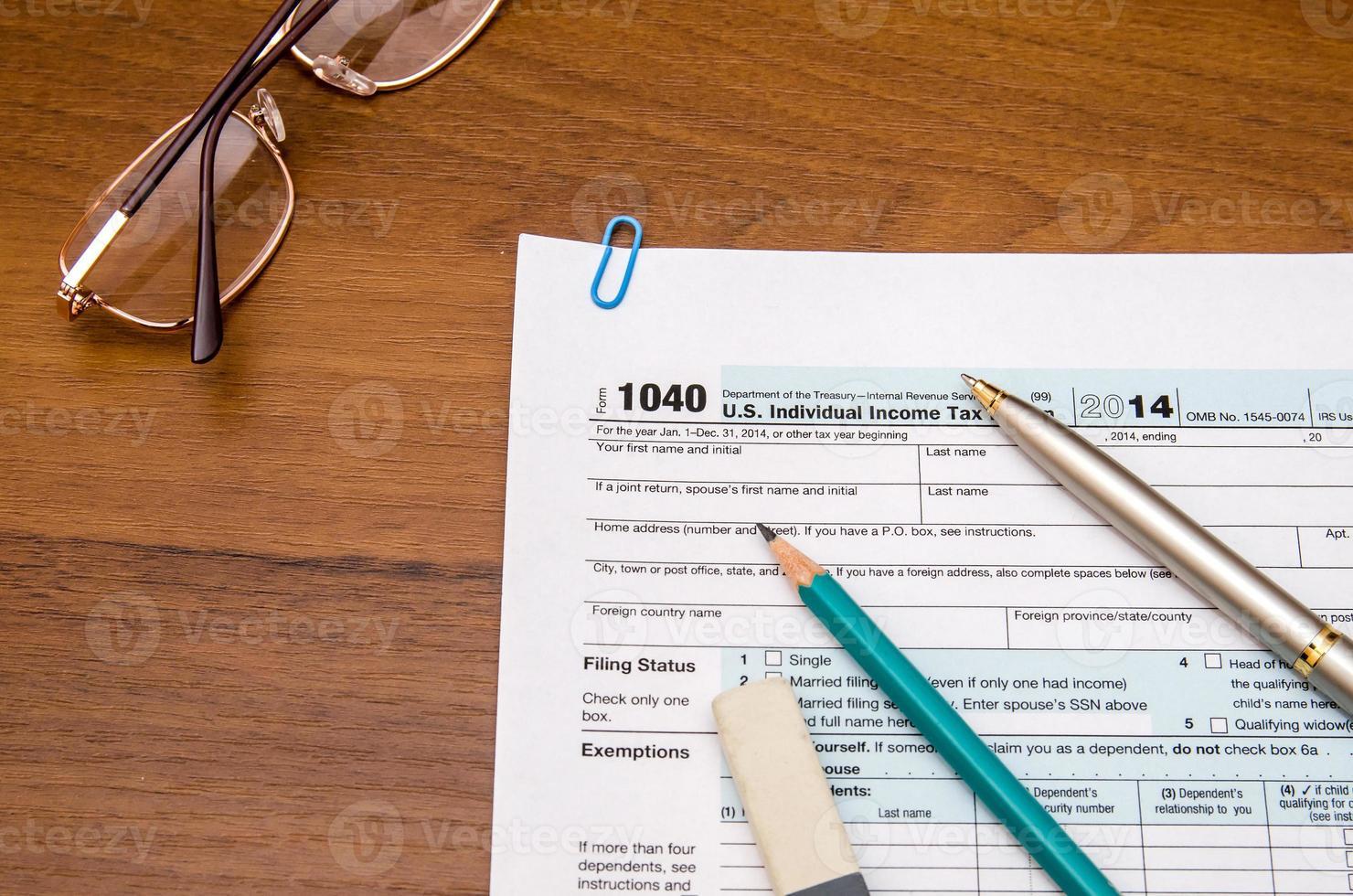 vul ons individueel belastingaangifteformulier 1040 in tabel in foto