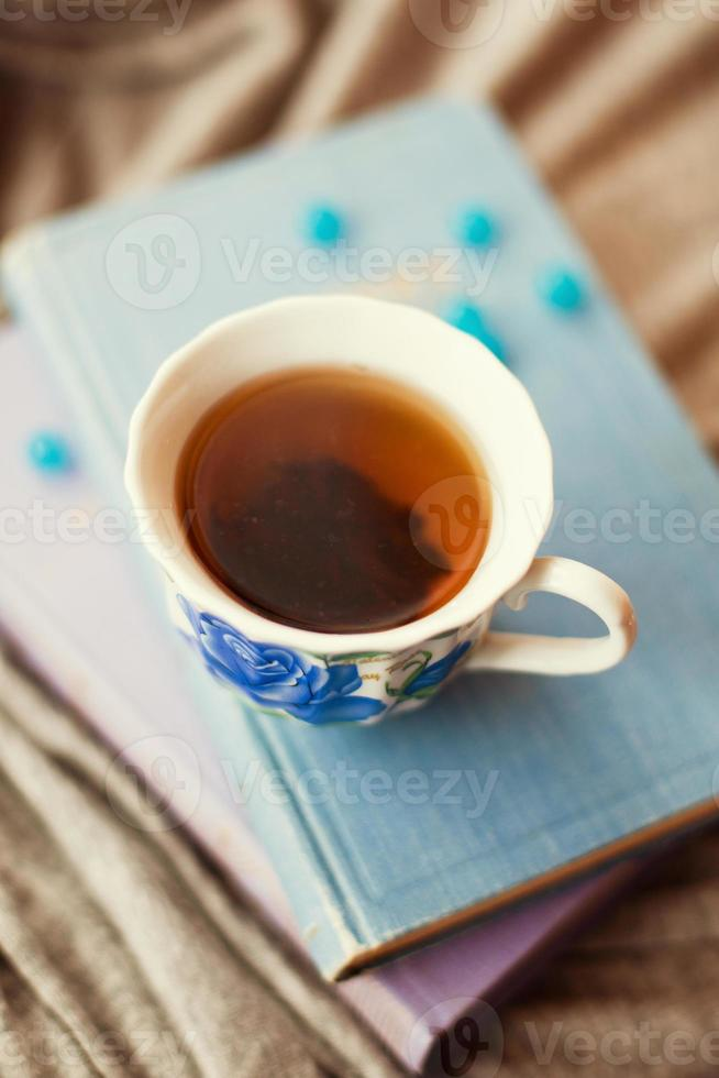thee in de blauwe bekers foto