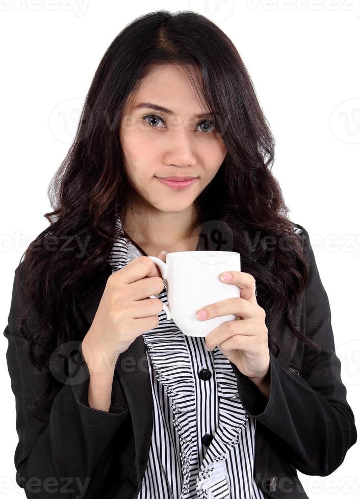 vrouw drinkt koffie foto