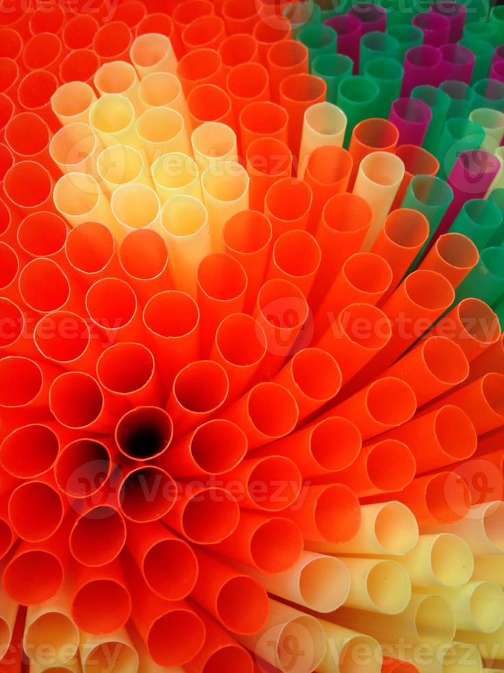 kleurrijke drinkrietjes foto