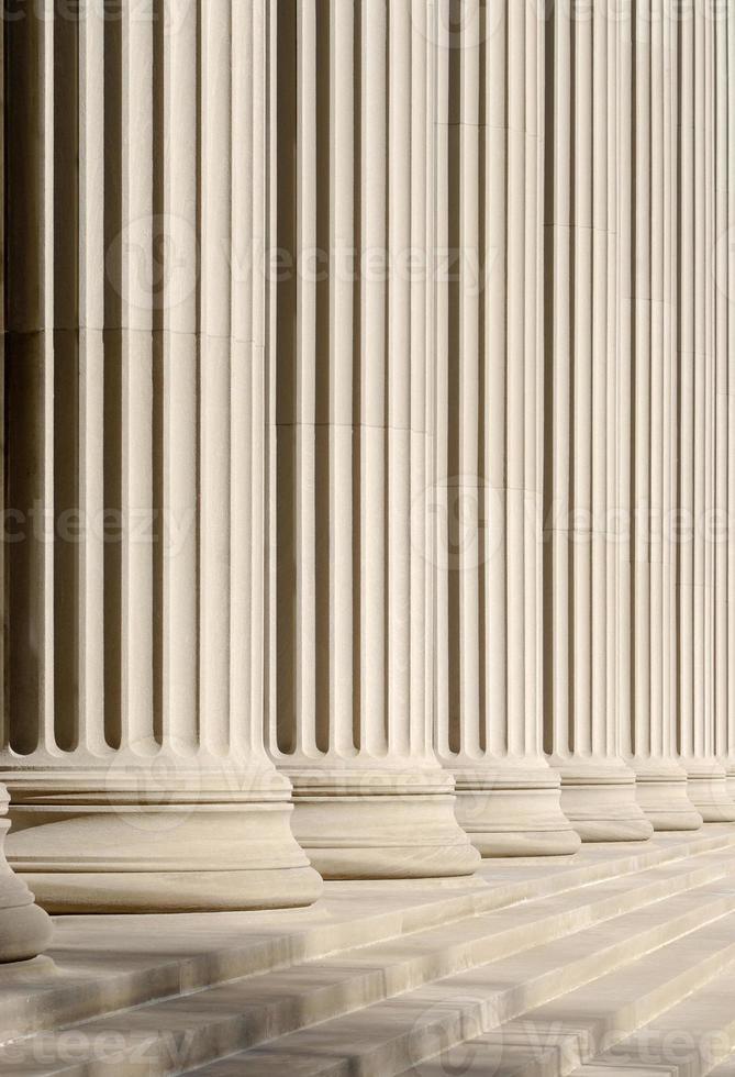 klassieke kolommen en stappen foto