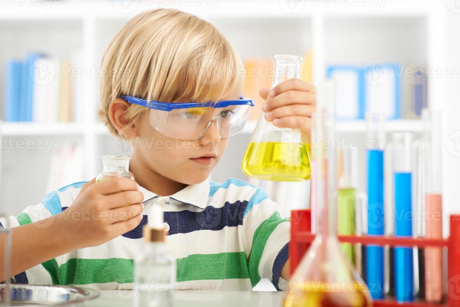 jonge chemicus foto