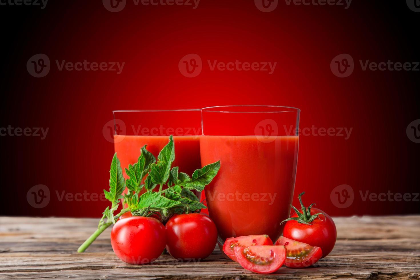 vers tomatensap, gezonde drankjes. foto