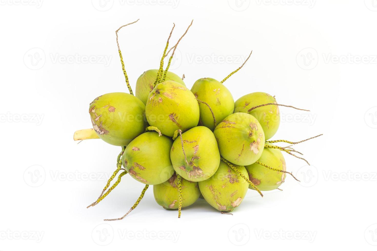 kokosvruchten voor het drinken van water foto