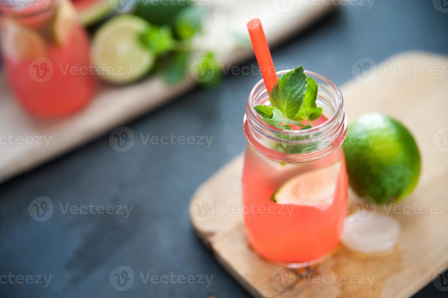 heerlijk drankje met meloen en limoen foto