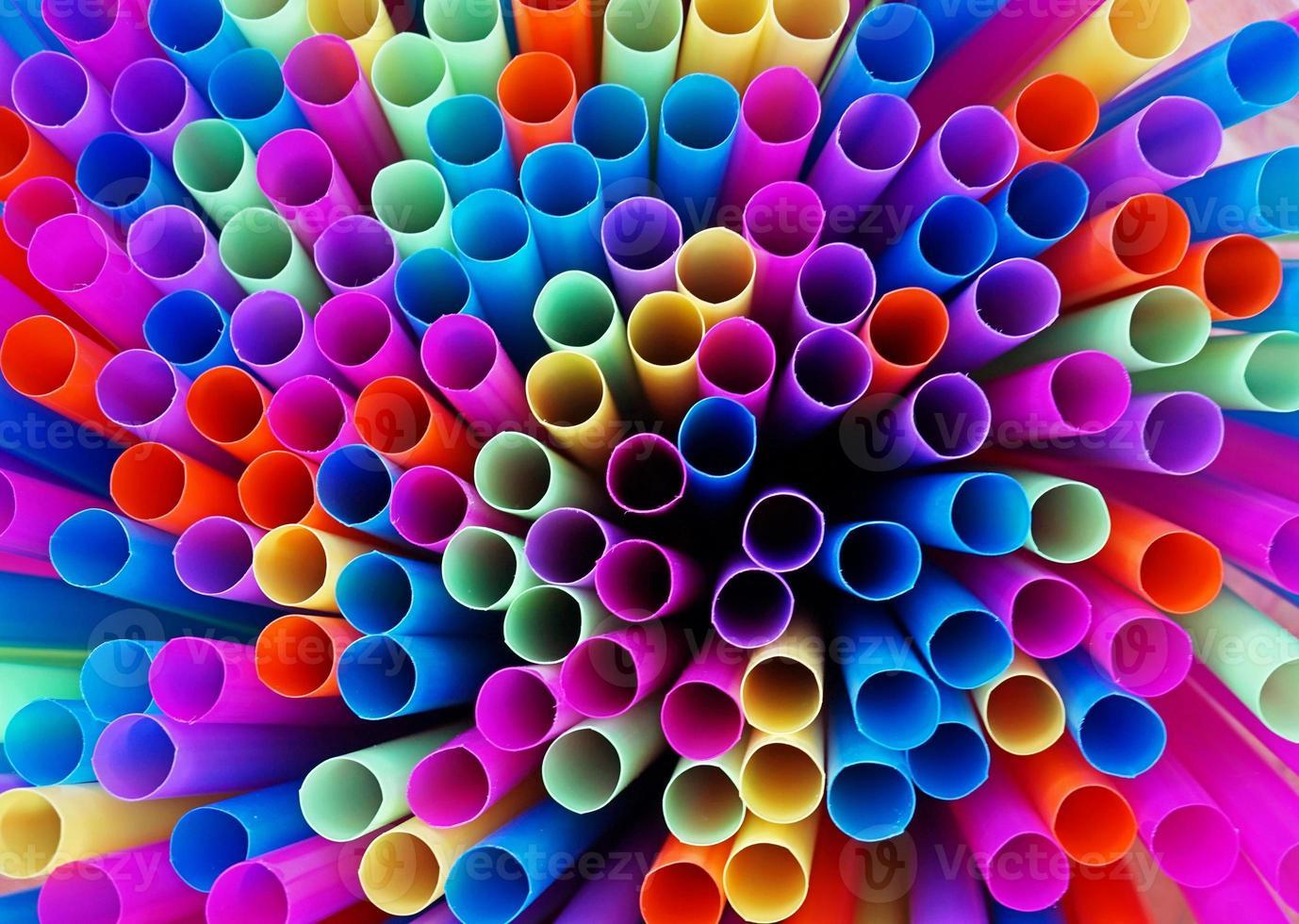 kleurrijke radiator van rietjes foto