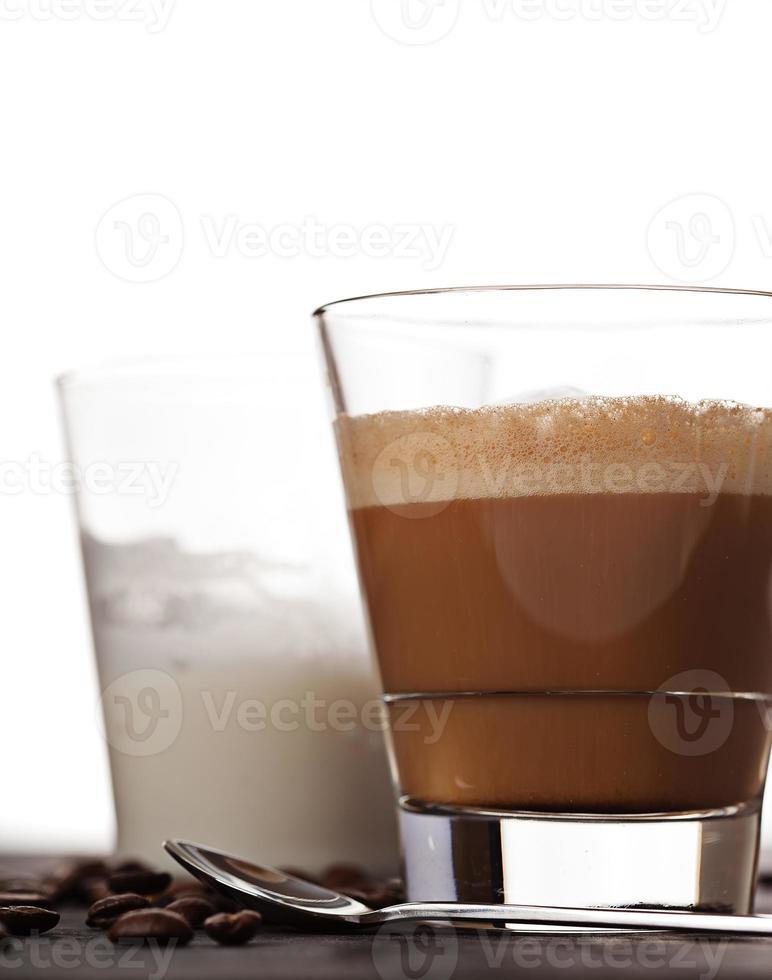 cortado koffiedrank in glas foto