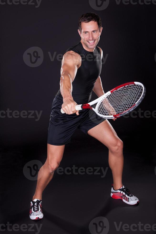 jonge man met tennisracket foto