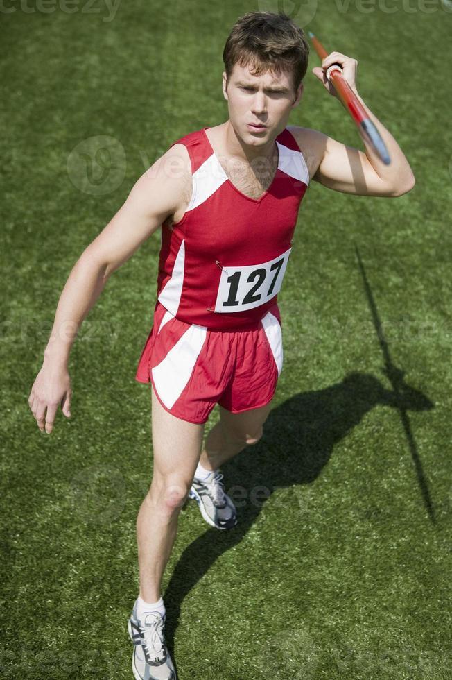mannelijke atleet speer houden foto