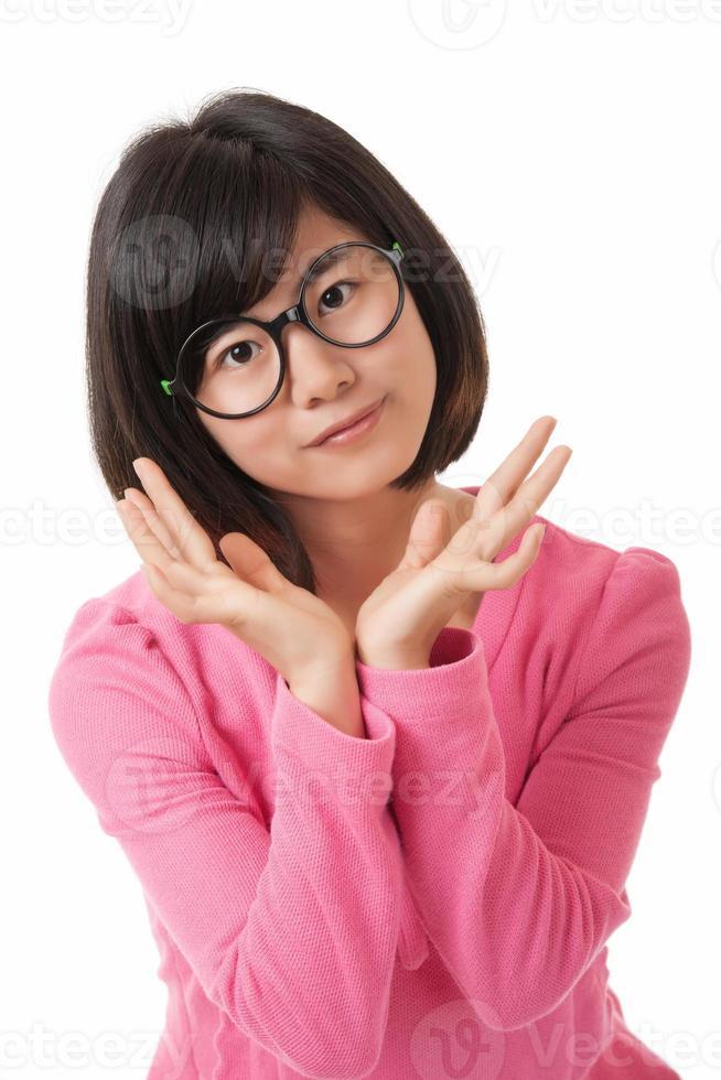 Chinese vrouw die houding op wit toont foto
