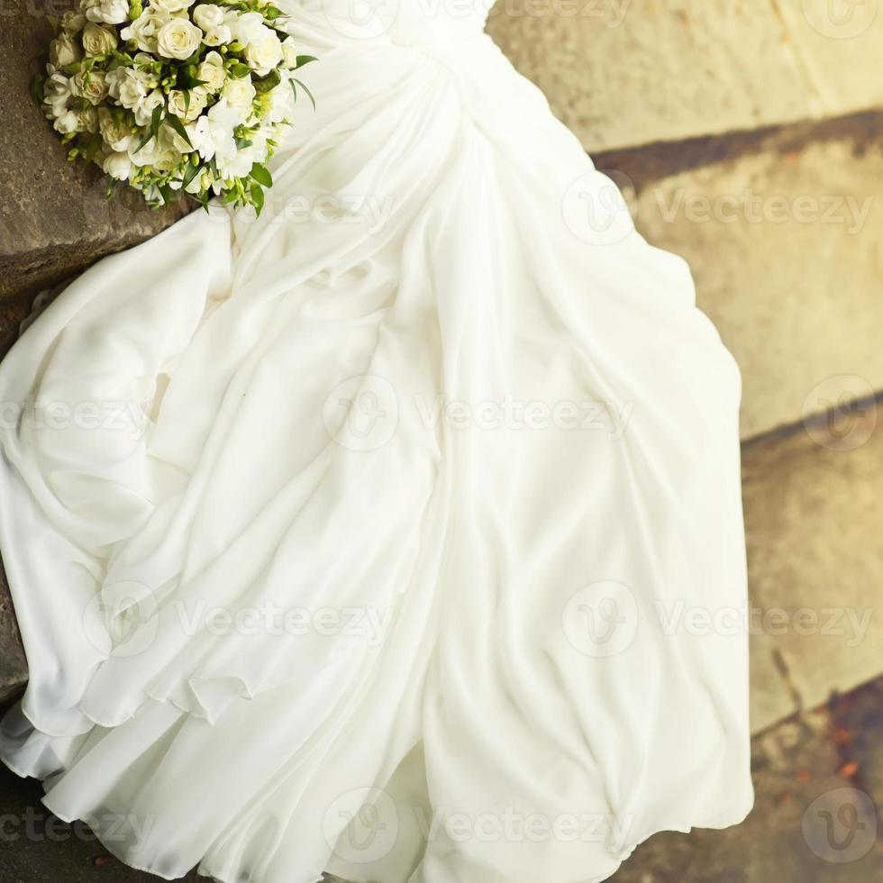 jonge bruid met boeket. foto