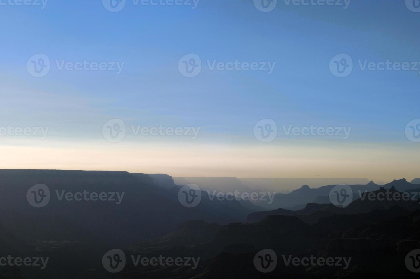 canyon land met achtergrondverlichting foto