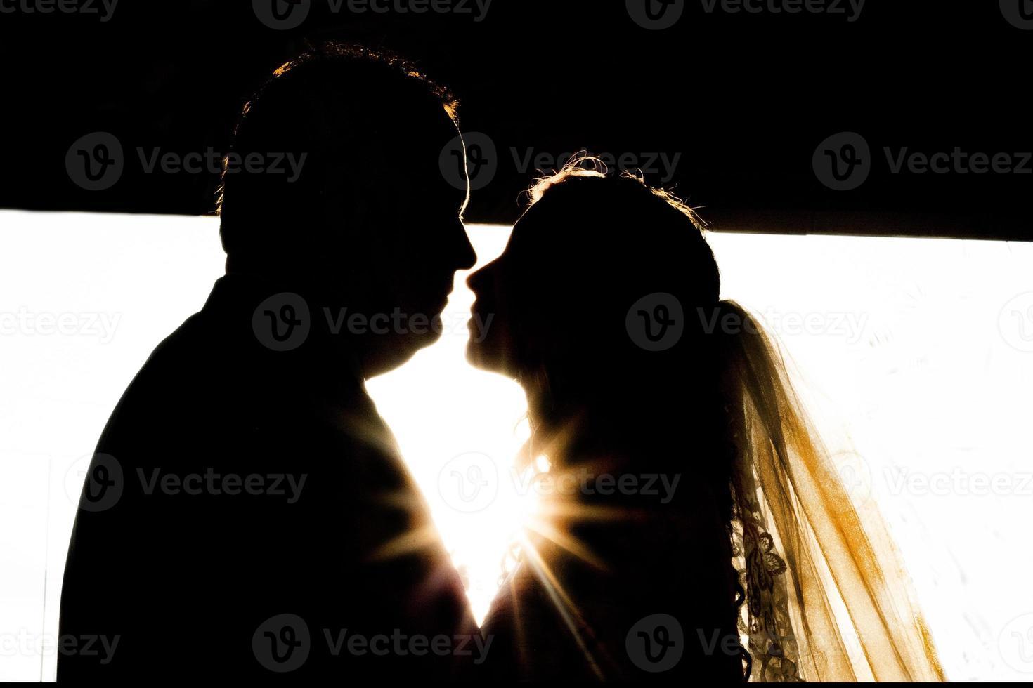 dromerige bruid en bruidegom silhouet foto