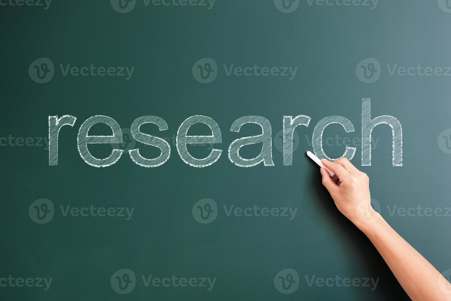 onderzoek geschreven op blackboard foto
