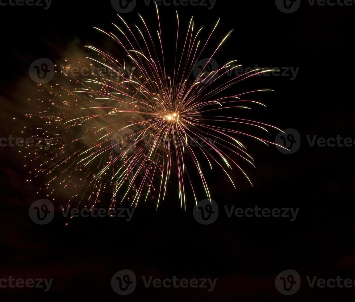 vuurwerk met kopie ruimte (met rookdrift) foto