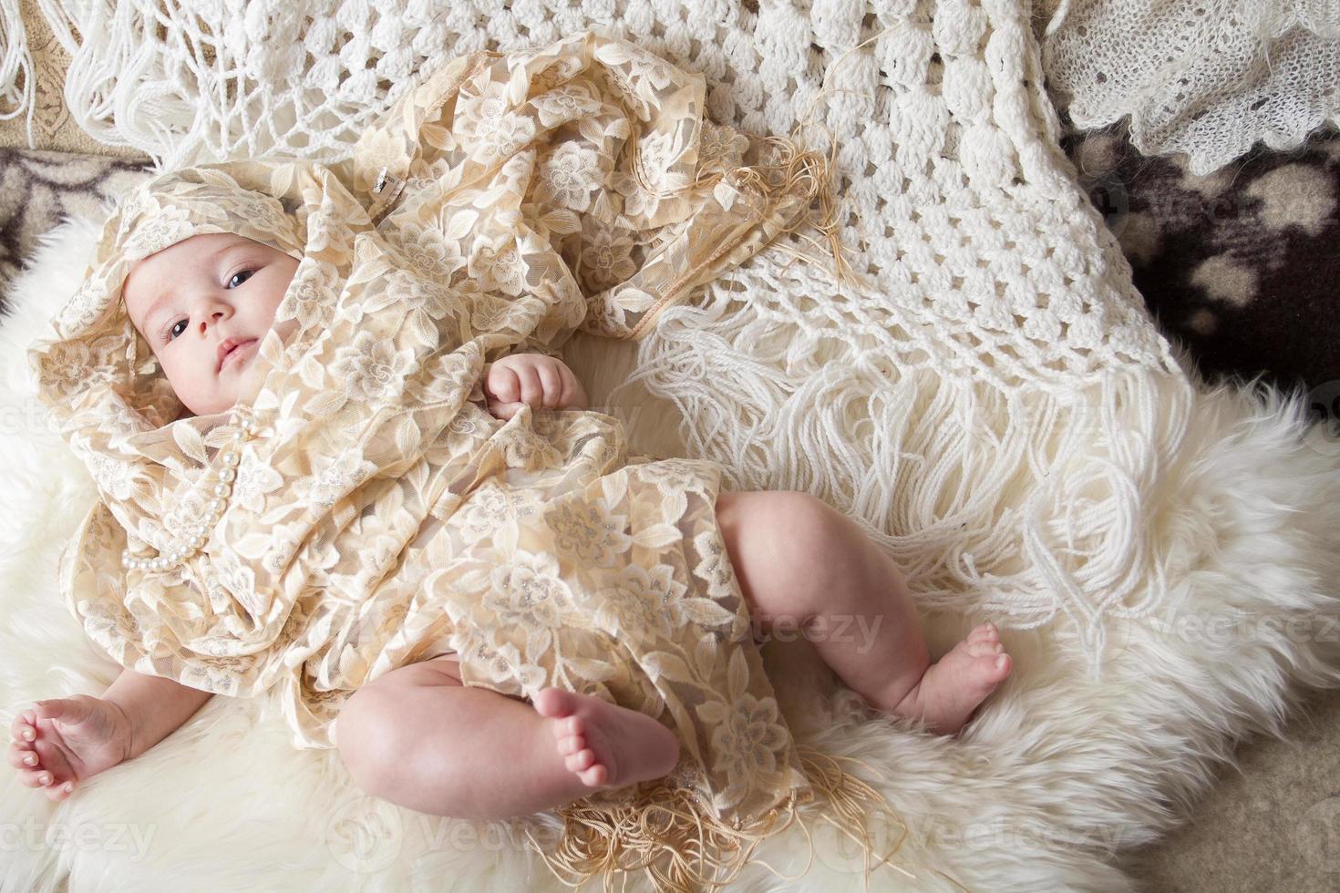 baby, gekleed in mooie kleren foto