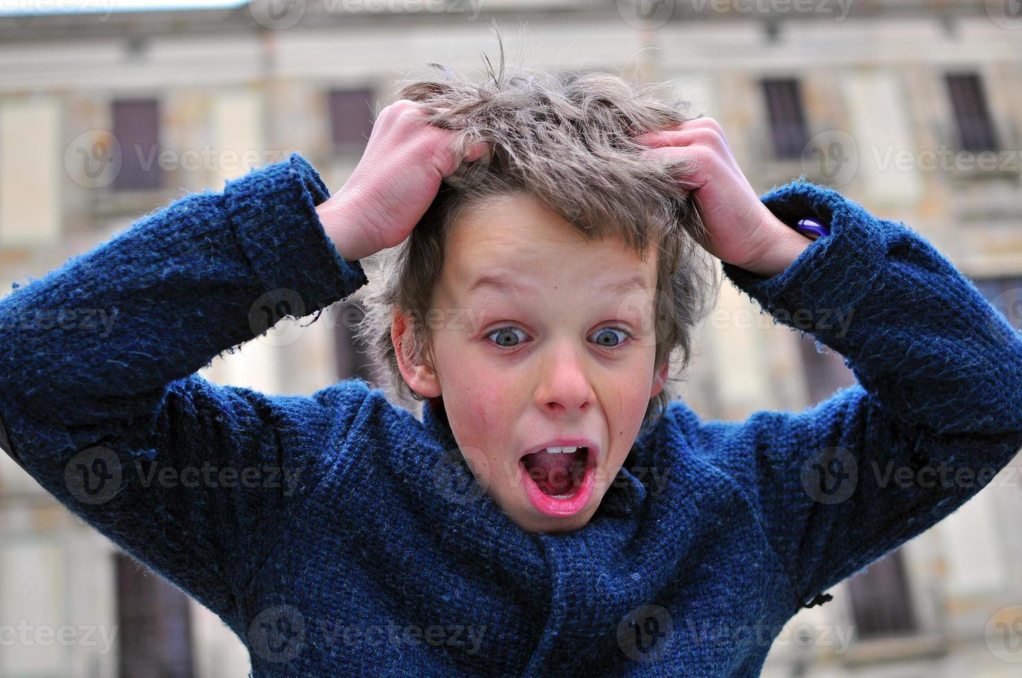 verrast jongen foto